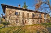 MFT096, Ein Landhaus in beherrschender Panoramalage mit 2 Hektar Land in Monforte d'Alba