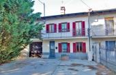 MNC002, Klassiek huis te koop in de Langhe met 2,8 hectare terrein